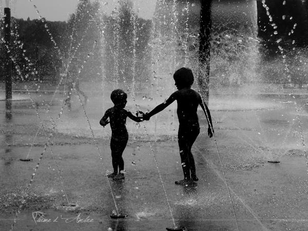 jeux-enfants-fontaine-mains